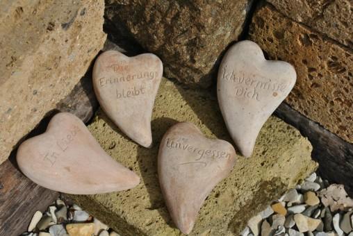 Herz aus brauner Terracotta mit Beschriftung