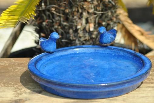Vogeltränke mit zwei Vögelchen, rund, blau glasiert, 30cm