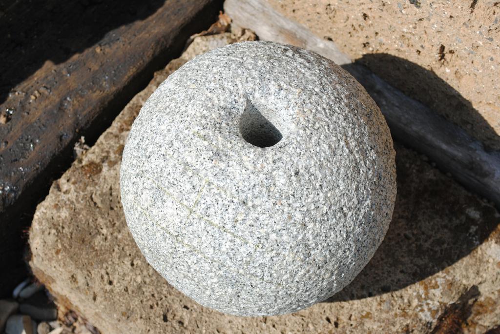 Kunert Keramik | Granitkugel mit Bohrung,Granit,20cm